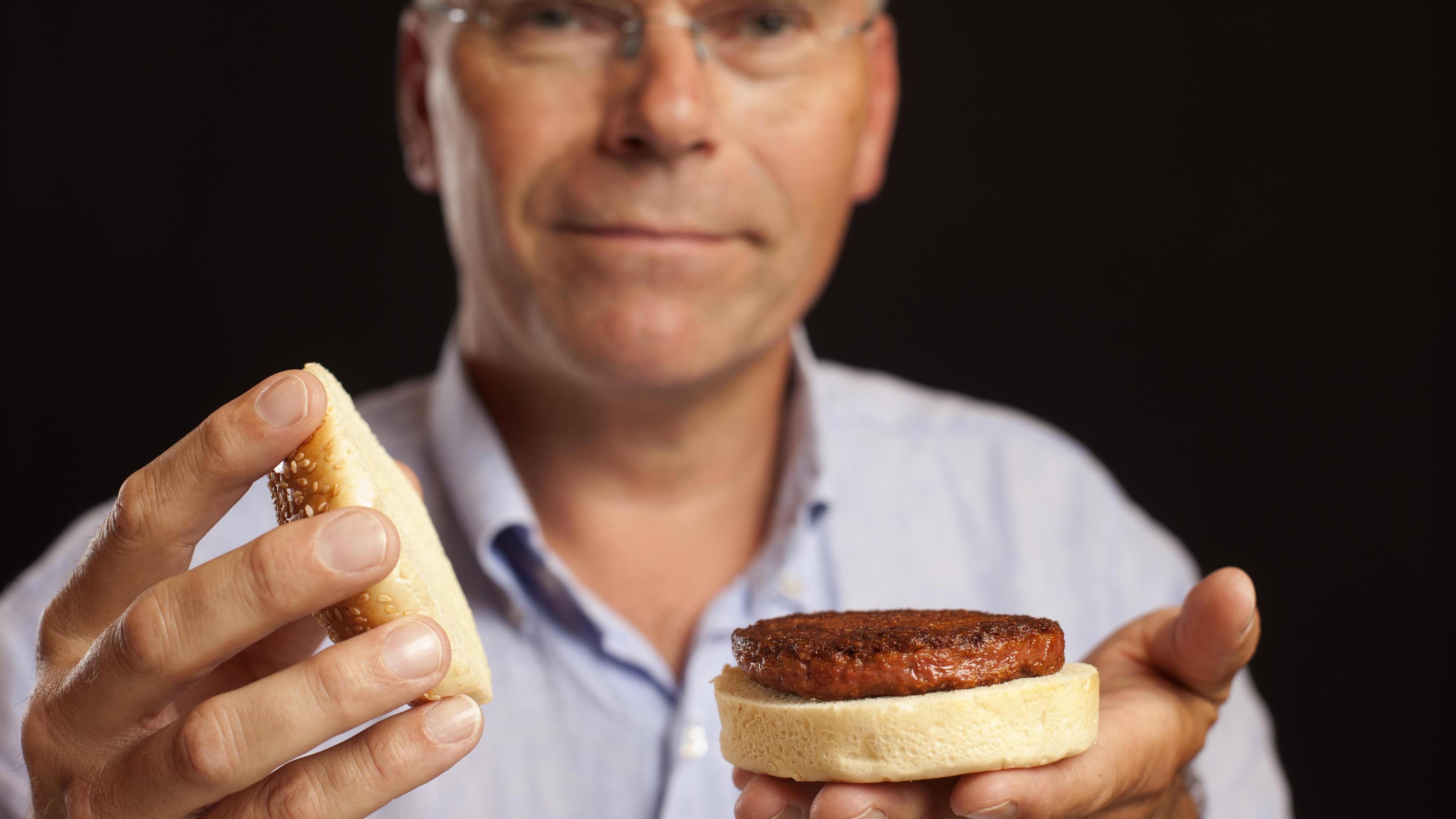 A Mosa Meat első hamburgerpogácsája 2013-ban. Forrás: mosameat.eu